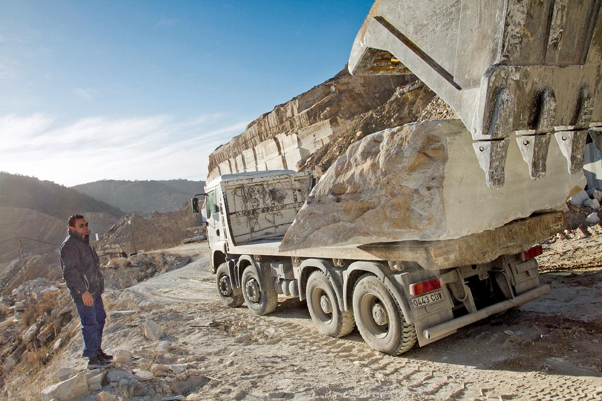 Transporte de mármol en las canteras de Macael