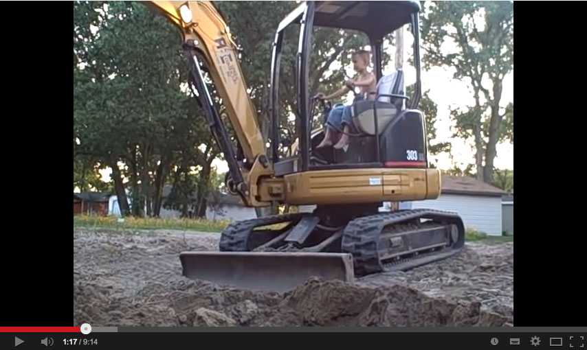 Manejando una excavadora: Un juego de niños