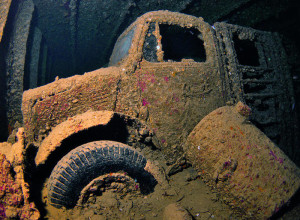Camiones en el fondo del mar