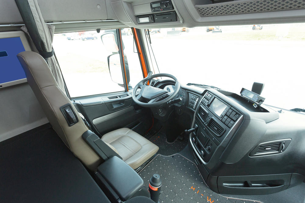 Iveco stralis hi way euro 6 y hi road natural power for Camiones ford interior