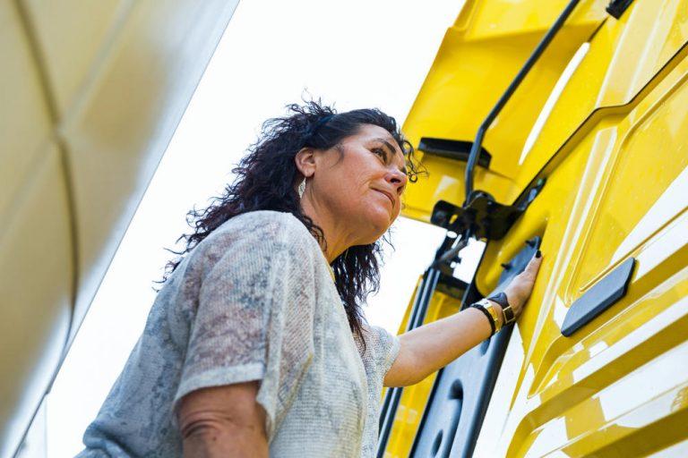 Soy camionera: Conchi Rodríguez, un peaje por la libertad