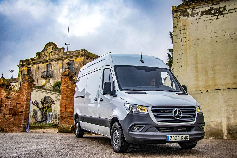 Mercedes-Benz Sprinter 9 G-Tronic Plus con 143 CV