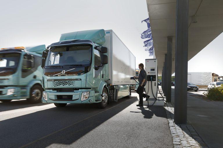 Volvo Trucks inicia la venta de sus camiones eléctricos