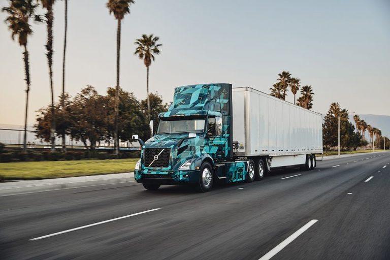 Volvo Trucks prueba camiones eléctricos para transporte pesado en Norteamérica