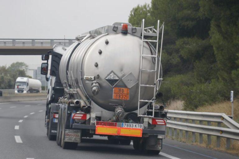 Transportes regula el cumplimiento de los tiempos de conducción y descanso