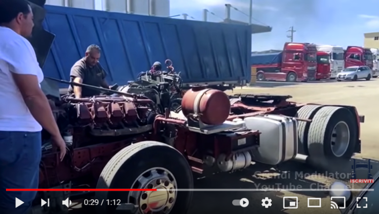 Espectacular sonido de un Iveco motor V8 de 18 litros