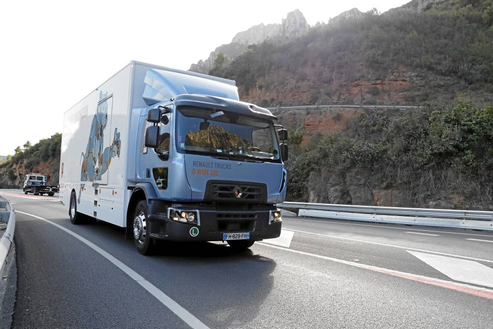 Renault Trucks D 18 Wide R4x2 320 CV