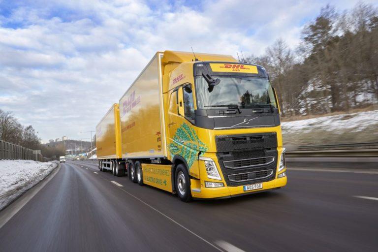 Volvo Trucks y DHL caminan juntos en la electrificación hacia la larga distancia